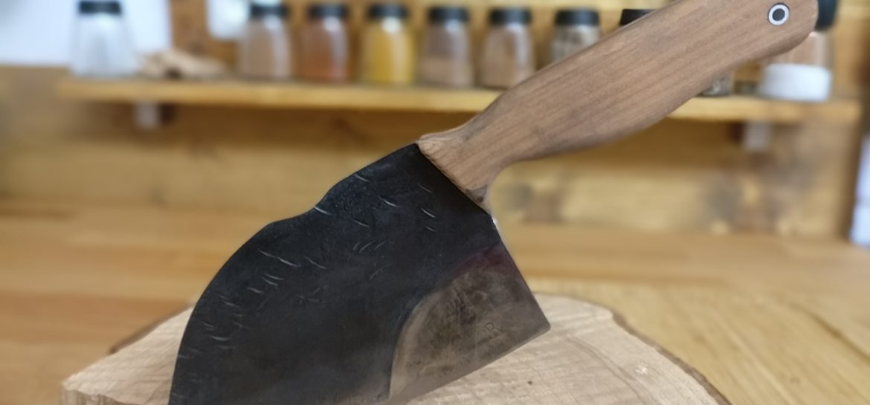 Messer aus Sägeblatt